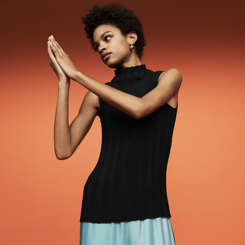 Sleeveless pleated top : Tops & T-Shirts color Black 210