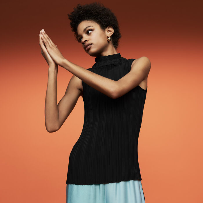 Sleeveless pleated top : Tops & T-Shirts color Black