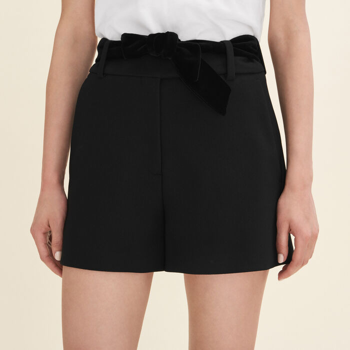 High-waisted crepe shorts : Skirts & Shorts color Black 210