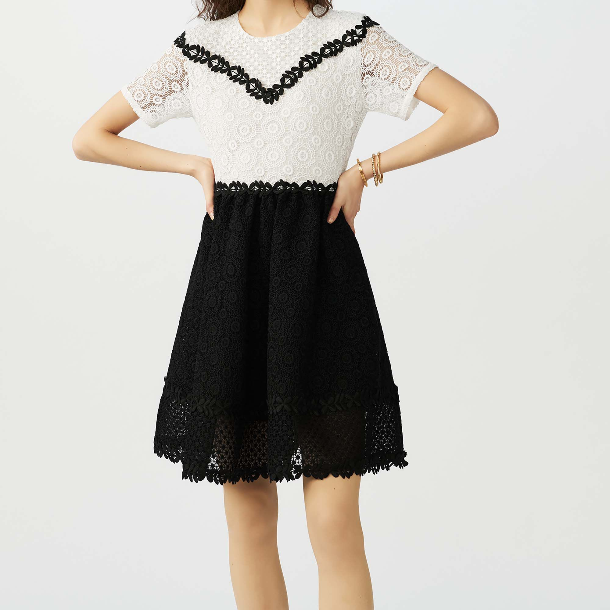 Skater dress in bicolored lace,