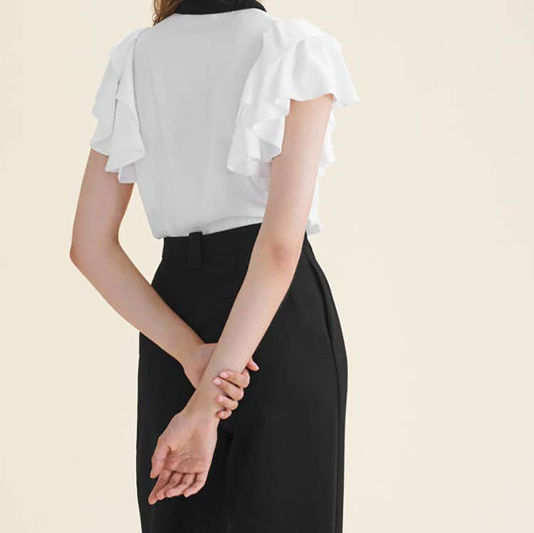 Two-tone frilled blouse with embroidery : Tops & Shirts color Off White
