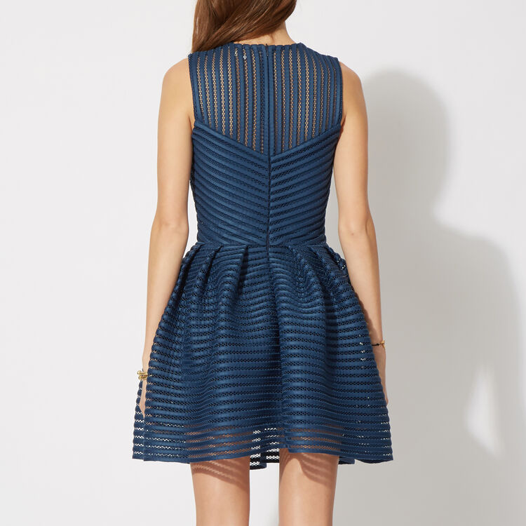 Dress in technical knit : Features color