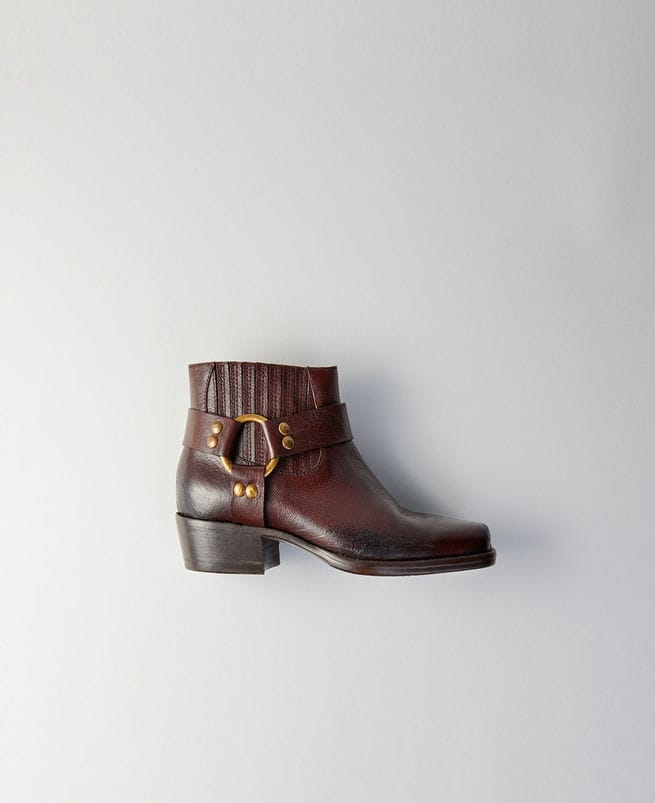 Square-toe ankle boots